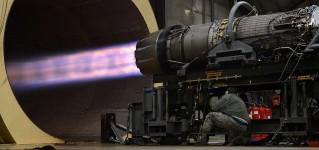 Осмотр испытательного стенда реактивных двигателей при помощи системы телеинспекции на базе противоударного квадрокоптера ELIOS