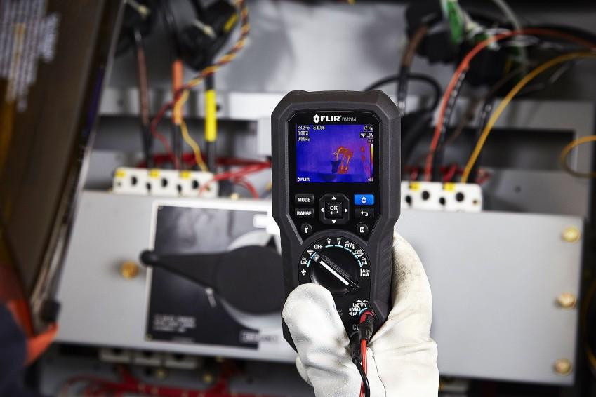 Мультиметр DM284 в работе